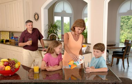 There are many benefits to living a healthy lifestyle. Living a healthy lifestyle as a parent will insure you have the energy and stamina to properly care for your family while setting a good example for the kids.